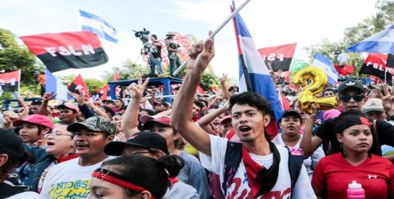 Sandinista youth take part in pro-government demonstrations.  Photo: Reuters