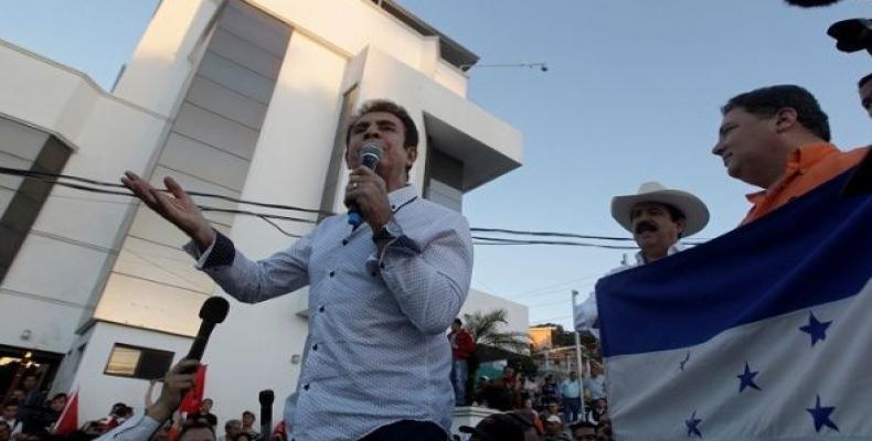 Opposition leader Salvador Nasralla addresses supporters during a protest against Honduran President Hernandez in Tegucigalpa, Honduras Feb. 16, 2018.  Photo: R