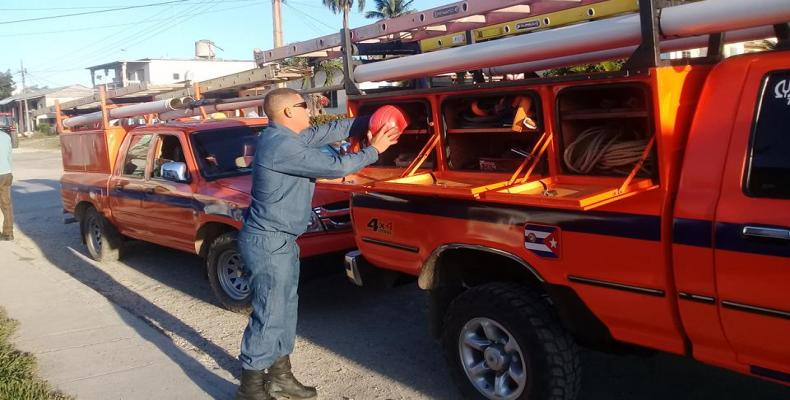 Electricity network employees from other provincies are helping Havana to restore the service. ACN Photo