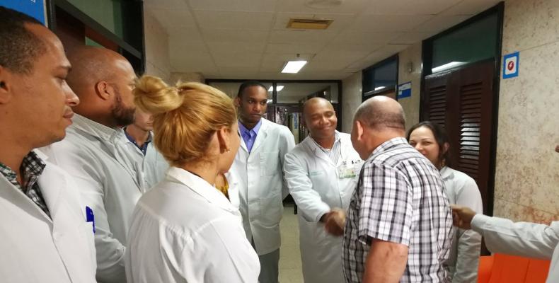 Recorre  Morales Ojeda centros de salud de la capital cubana. Foto: Tomada del Twitter.