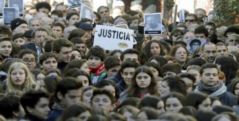 La policía de Buenos Aires reprimió con violencia en la ciudad argentina de La Plata a trabajadores de la educación