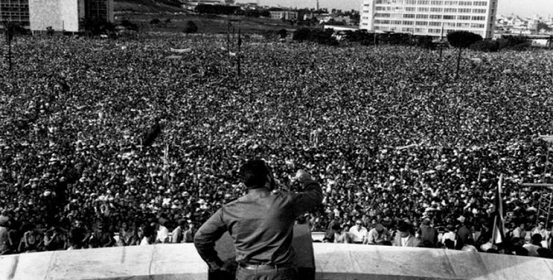 Un mar de pueblo acompañó al líder histórico de la Revolución, Fidel Castro. Foto: Archivo