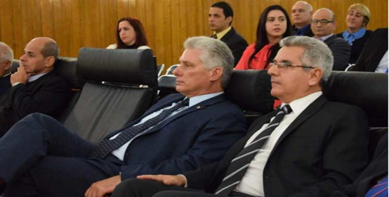 Miguel Díaz-Canel, sigue desde la embajada de Cuba en Francia la sesión en la ONU sobre el bloqueo.(Foto: José Miguel Capdevila/PL)
