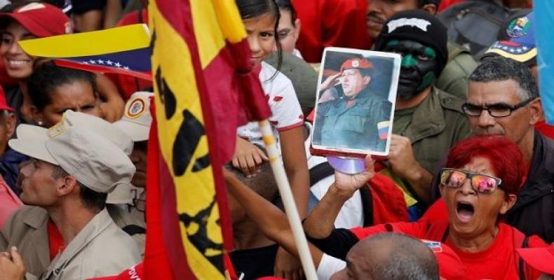 Venezuelan feminist groups reject foreign intervention and support peace dialogue.  Photo: teleSUR