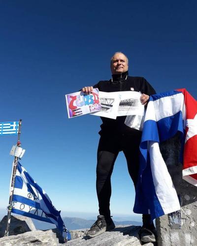José Oriol Marrero, consejero de la embajada de Cuba en Grecia, se convirtió en el primer cubano en escalar hasta lo más alto del Monte Olimpo.Foto:Internet.