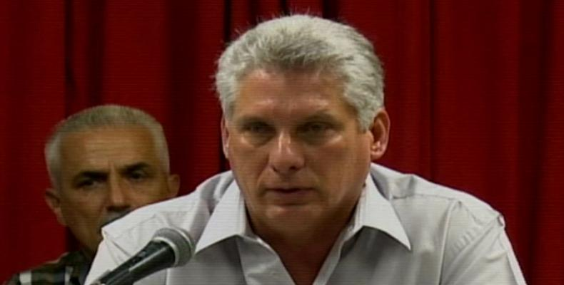 El presidente cubano abogó por fortalecer la oferta a la población con productos de calidad y buen gusto. Foto: Archivo