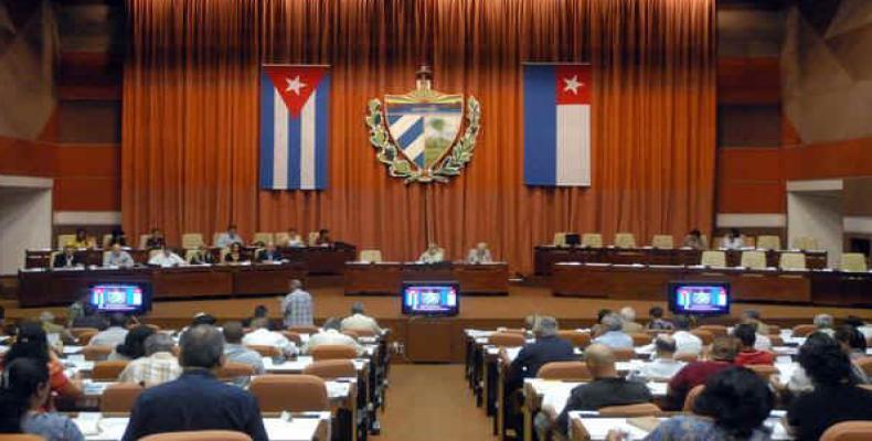 Raúl Castro assiste a sessão de posse da 9ª Legislatura da Assembleia Nacional.