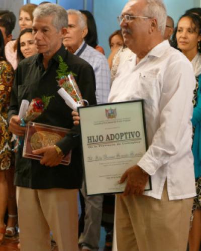 La Asamblea Provincial del Poder Popular en Camagüey entregó la Réplica del Escudo de esa urbe a Jorge Amador Berlanga, reconocido creador del factor de crecimi