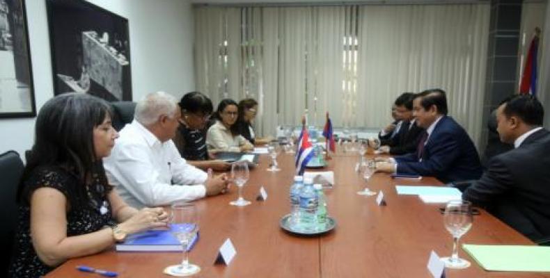 Ambas partes dialogaron en un ambiente cordial sobre el positivo estado de los vínculos bilaterales. Foto: Cubaminrex