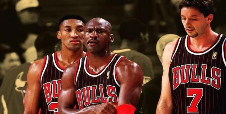 Michael Jordan y Scottie Pippen, junto a Toni Kukoc/ Instagram