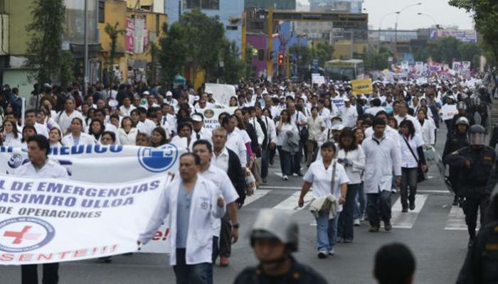 Huelga de médicos en Perú