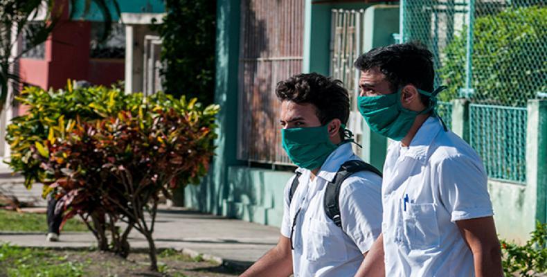 Ministros de Comercio Interior, Transporte y Turismo comparecerán este miércoles en la Mesa Redonda . Foto: Cubadebate.