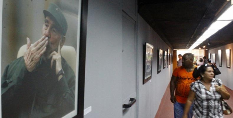 Una veintena de fotografías del líder histórico de la Revolución Fidel Castro se exhiben en la XVII Feria Arte en la Rampa,