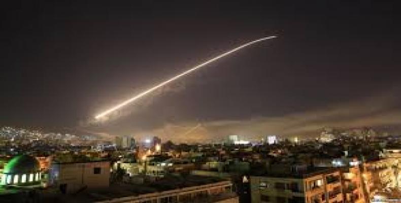 Syrian air defenses intercept airstrikes hitting Damascus, Syria.  Photo: EFE
