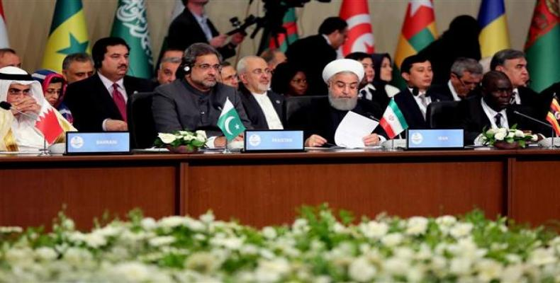 Iranian President Hassan Rouhani (2nd, R) addresses a meeting of the Organization of Islamic Cooperation in Istanbul, Turkey, on May 18, 2018.  Photo: IRNA