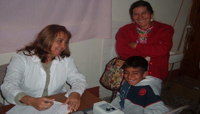 Los médicos cubanos personalizan la atención a sus pacientes. Foto: Archivo