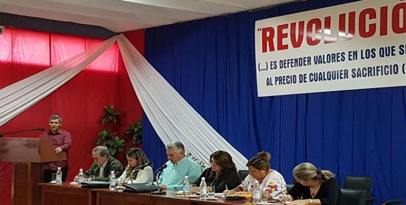 El Jefe de Estado cubano analizó en Sancti Spíritus temas importantes para la economía del país. Foto: PL