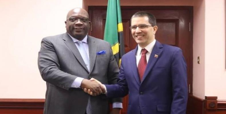 Arreaza began his diplomatic tour Tuesday with the aim to deepen ties of cooperation and friendship with the Caribbean nations.   Photo: @CancilleriaVE