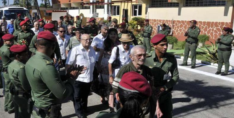 Combatientes de las FAR reciben a veteranos combatientes cubanos