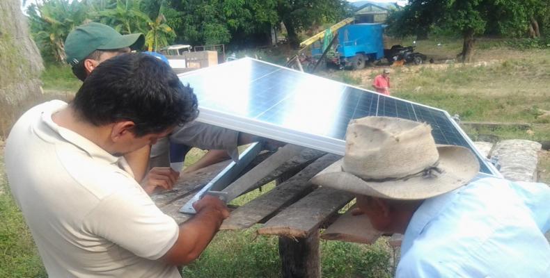 Instlación de paneles solares en provincia espirituana