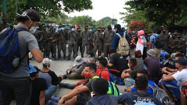 México refuerza su frontera ante llegada de caravana migrante