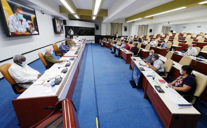 Le Bureau politique analyse l'un des documents qui seront présentés au prochain congrès du Parti