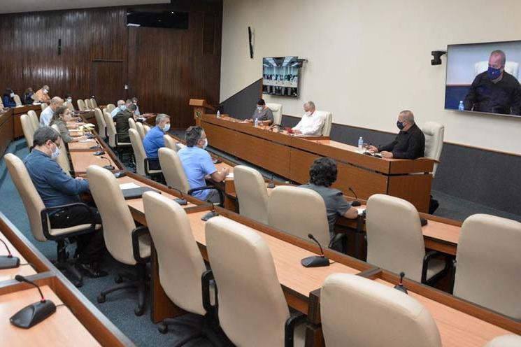 Le président cubain évalue les progrès de l'informatisation de la société