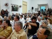 Imagen: El ministro cubano de Cultura, Abel Prieto, junto a periodistas cubanos en la entrega de la distinción Félix Elmusa a Ignacio Ramonet. Foto:Lorena Viñas Rodríguez