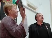 Imagen: La vicepresidenta primera de la Upec, Aixa Hevia, junto a Ignacio Ramonet. Foto:Lorena Viñas Rodríguez.