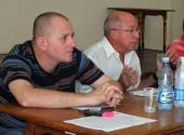 A la izquierda , Onelio Castillo, director de Información Nacional de la Radio Cubana exhortó a trabajar con detalle y perseverancia para lograr un trabajo con buena terminación.