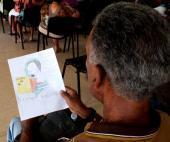 Pioneros de la escuela primaria Miguel Fernández Roy,  entregaron a cada trabajador, dibujos realizados por ellos , que posteriormente serán exhibidos en el el lobby de la emisora.