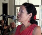 Alejandrina , periodista de Radio Habana Cuba , quién elabora el noticiero en quechua que se realiza en la emisora