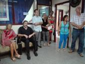 Profesora Leyla Carrillo Ramírez, junto al poeta argentino Héctor Celano y trabajadores de Radio Habana Cuba.