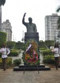 Una delegación chilena , encabezada por el presidente del Partido Socialista (PS) de ese país, Osvaldo Andrade, rindió homenaje este jueves al exmandatario de su país Salvador Allende (1908-1973) ante su monumento en la Avenida de los Presidentes, de La Habana.