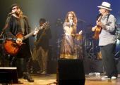 Cerca del final el tresero cubano Pancho Amat subió al escenario para unirse a Lamari y Varela en una sentida versión del tema Tu recuerdo, que la vocalista canta en la versión original con el puertorriqueño Ricky Martin.