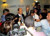 Rogelio Sierra, viceministro de Relaciones Exteriores de Cuba informa sobre lo acontecido a la prensa acreditada