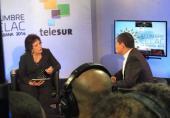 Arleen Rodríguez Derivet, periodista la televisión cubana  entrevista a Presidente de Ecuador , Rafael Correa