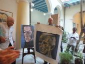 José Ramón Fernández, presidente del Comité Olímpico Cubano recibe lienzografía de manos de Gabriel Navarrete presidente de la Asociación Cultura y Cooperación Internacional de España
